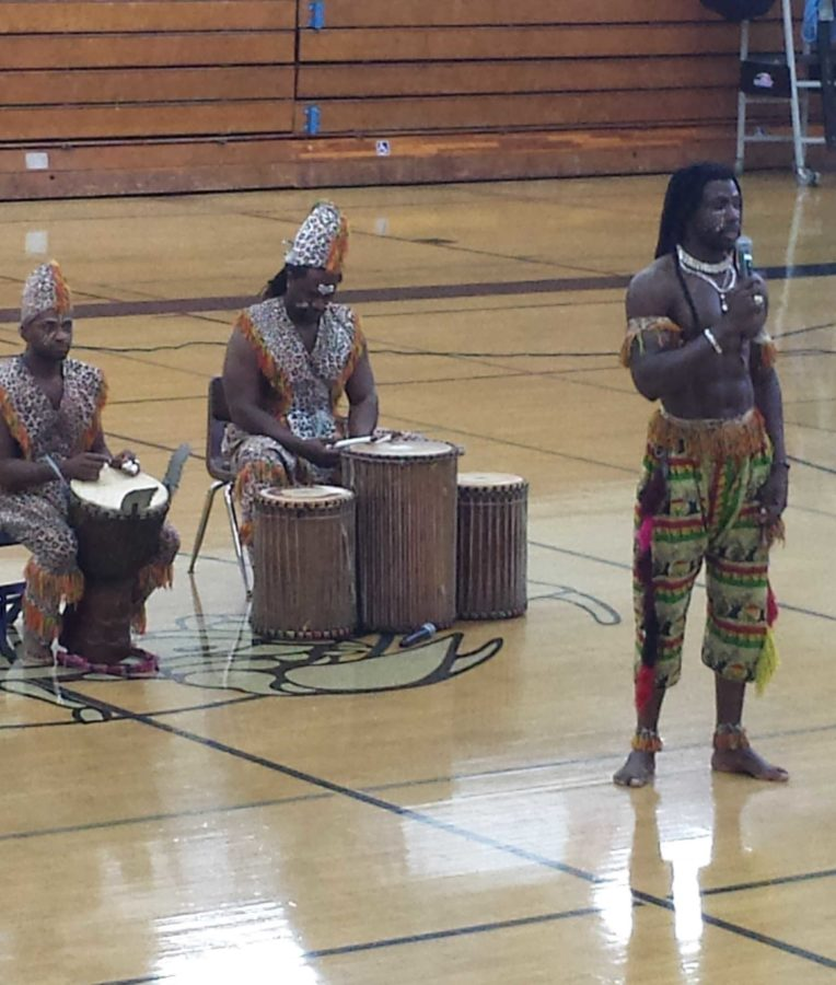 Students+enjoy+the+African+Dance+and+Drum+Troupe+during+the+2nd+period+Distinguished+Student+Assembly+by+either+watching+or+participating.