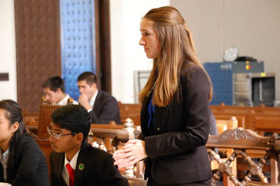 Kaitie+Farrell%2C+senior+and+fourth-year+attorney%2C+conducts+direct+examination+on+her+witness.+