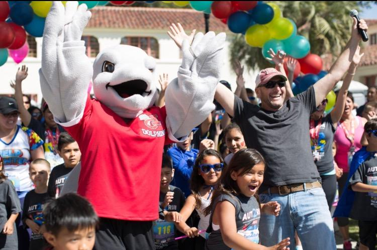Crowds cheer during last year's Aut2Run 5K and 10K hosted at CSU Channel Islands.